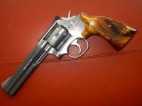 Guns & Hunting Supplies Smith & Wesson Model 686-1