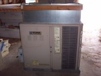 Commercial Equipment York Commercial Rooftop Air Conditioning/Heating Unit