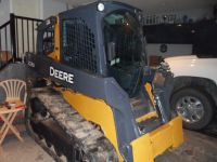 Skid Steers 2012 JOHN DEERE 323D, LOW HOURS, GST INC. NEW TRACKS