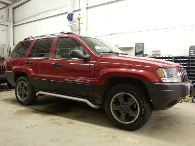 2004 jeep grand cherokee laredo in saskatoon sk cars 2000 10 cansellall classifieds. Black Bedroom Furniture Sets. Home Design Ideas