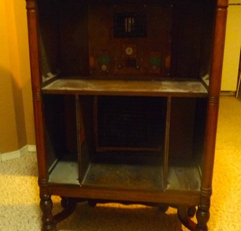 Antique radio stand no radio in saskatoon sk furniture for Home decor yorkton