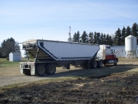 2000 IH 9400 semi & 2004 Castleton trailer